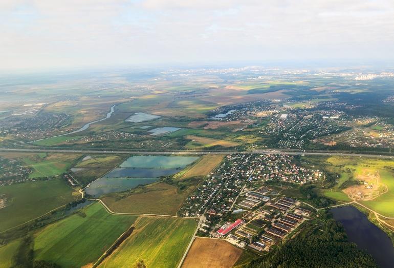 Панорама сельской местности с высоты птичьего полета