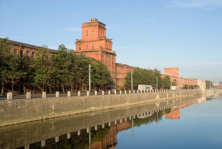 Промышленные здания на обводном канале