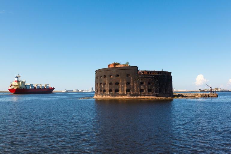 Форты Кронштадта в Финском заливе