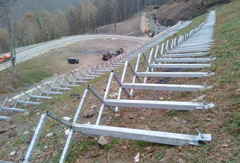 Пример комплексного использования конструкции ST–10 для защиты склона от сползания снега