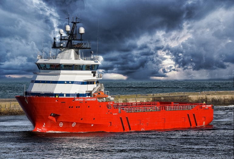 Норвежское судно снабжения буровых платформ Skandi Commander, корпус которого был построен на Выборгском судостроительном заводе по заказу Fitjar Mekaniske Verksted AS