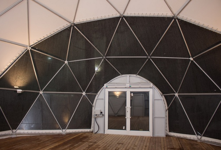 Геодезический купол компании «Росинжиниринг», установленный для детской горнолыжной школы (собран бригадой из 5 чел. ручным инструментом за 24 часа в декабре 2014 г.)