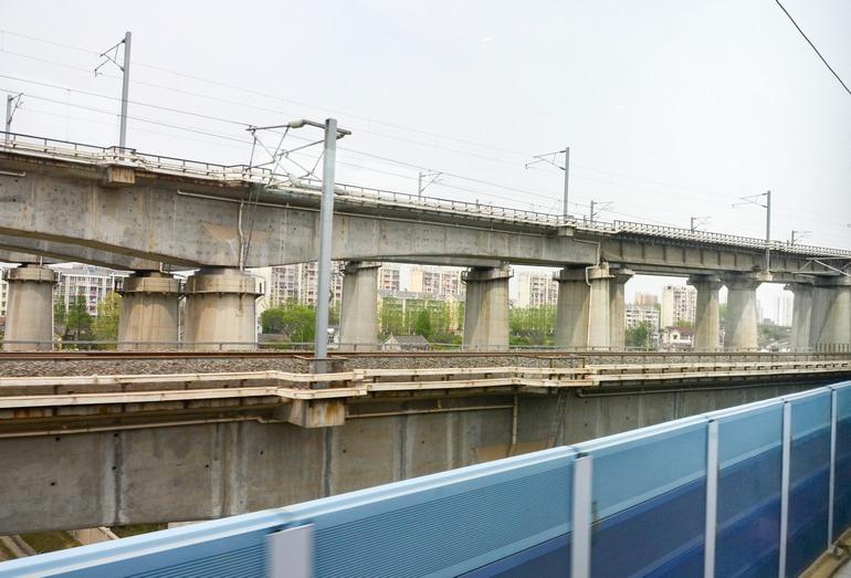 Многоуровневое примыкание нескоростных линий к магистральной ВСМ