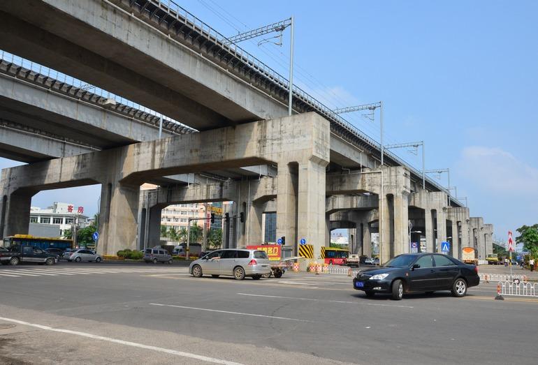 Эстакадное прохождение ВСМ в черте города Хайкоу
