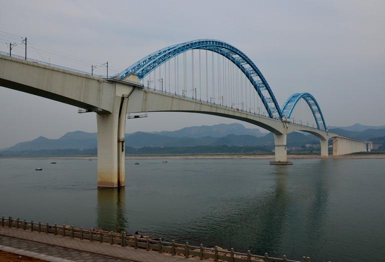 Мост через Янцзы на ВСМ Шанхай–Чунцин перед открытием движения