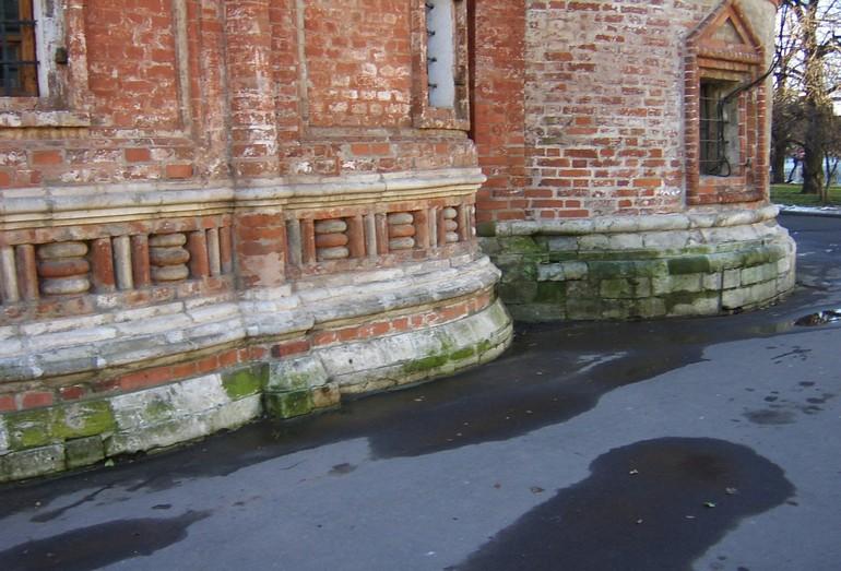 Влияние нарушения структуры поверхностного и подземного стока на сохранность храма Василия Блаженного. Москва