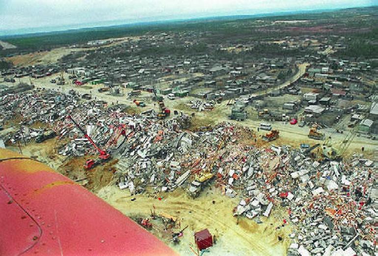 Последствия землетрясения в Нефтегорске на Сахалине в 1995 году