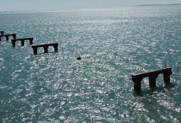 Последствия столкновения сухогруза Лира с Керченским мостом