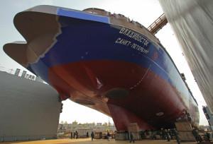 Подготовка к спуску ледокола Владивосток