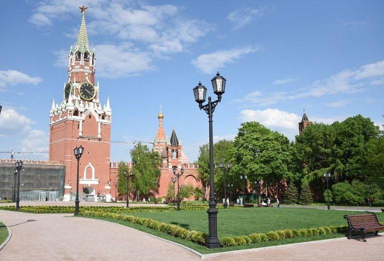 Сквер, разбитый на месте демонтированного 14 корпуса Кремля