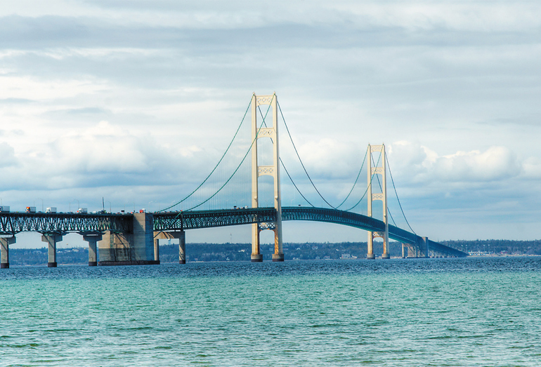 Мост Макинак через пролив Макино