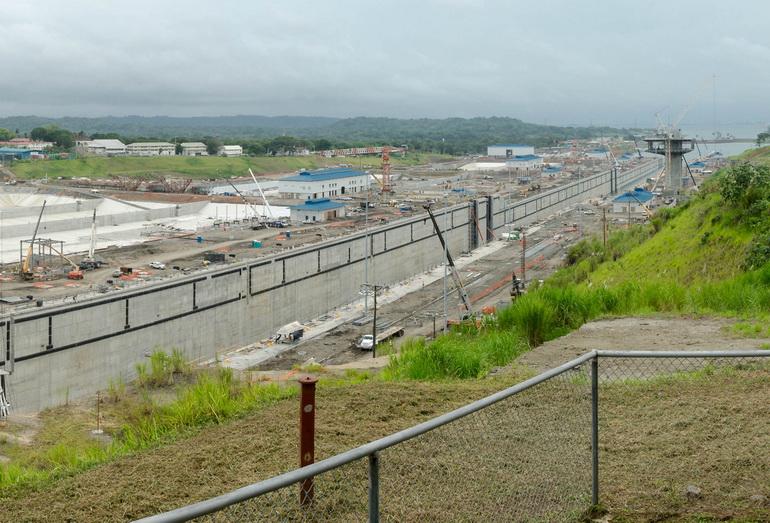 Строительство шлюзов третей лини Панамского канала, 2015 год