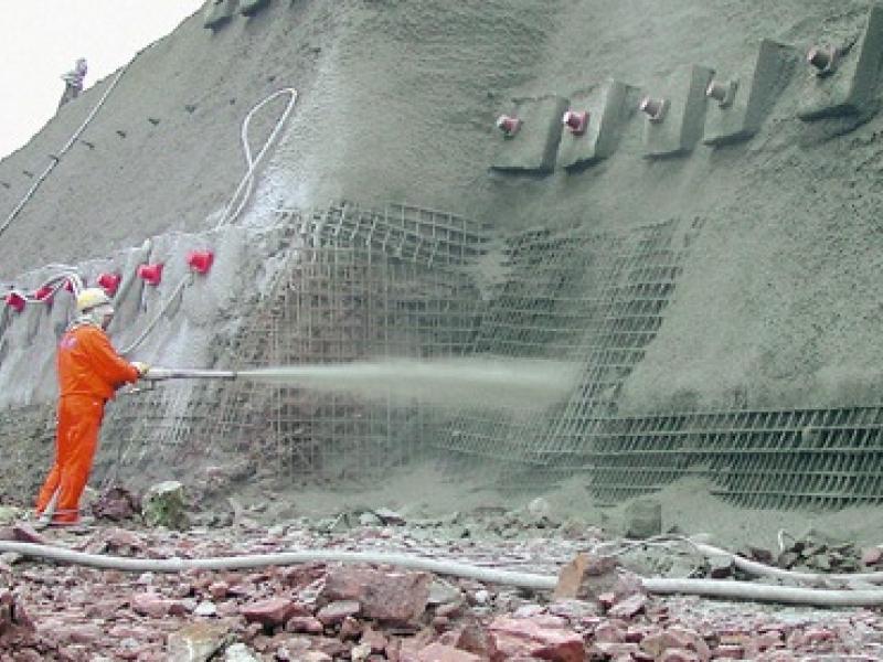 Нанесение бетонной смеси при торкетировании