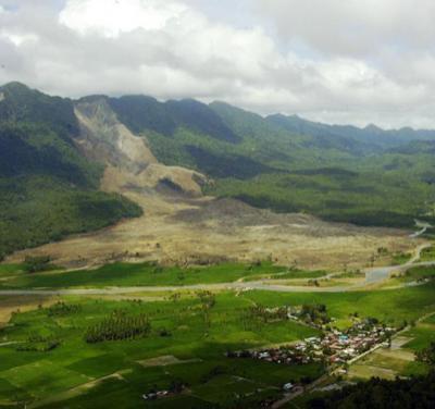 17 февраля 2006 года филиппинская деревня из 350 домов была погребена под 10-метровой толщей оползня течения [3]