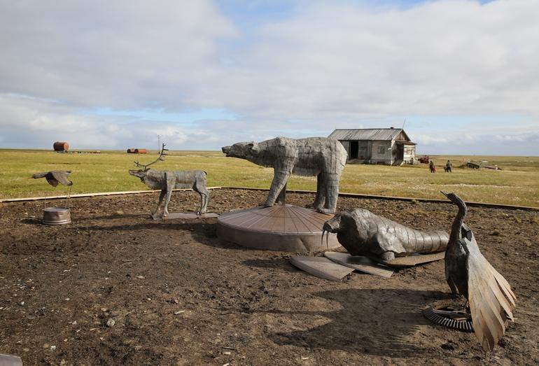 Арт-объект «Остров Белый» изготовлен из металлолома,собранного тюменским отрядом волонтеров во время экологической экспедиции на остров Белый