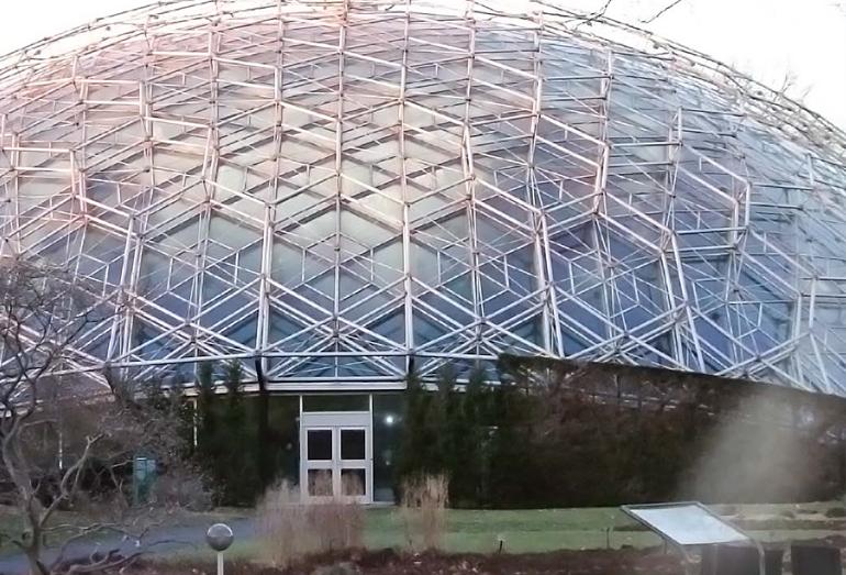 Выставочный павильон США «Экспо-67» в Монреале. Высота 62 м, диаметр 76 м. 1967 г.
