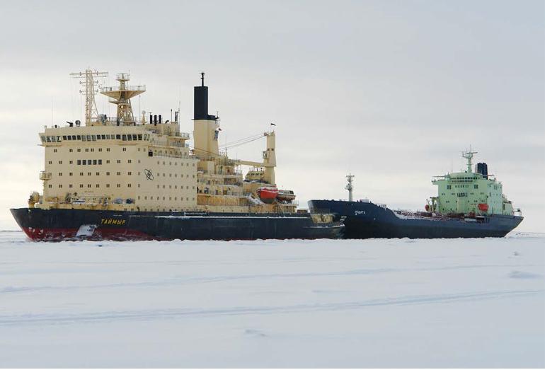 Буксировка судна атомным ледоколом