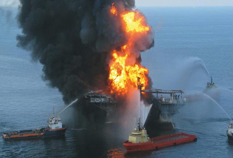 Пожар на платформе «Deepwater Horizon»
