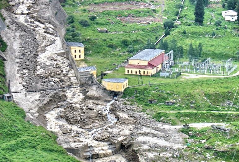 Следы прохождения дождевого селя 2006 г. в русле р. Большая Алматинка
