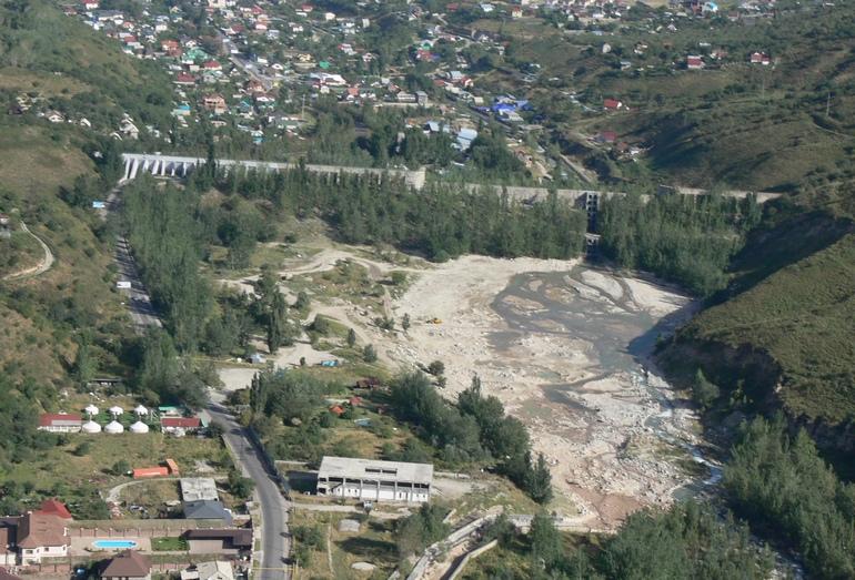 Селеудерживающая плотина в долине р. Большая Алматинка