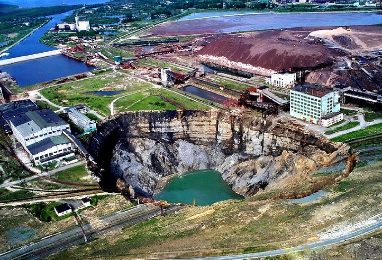 Провал №1 (28.07.2007 г.) на территории шахтного поля Первого Березниковского калийного рудоуправления БКПРУ-1