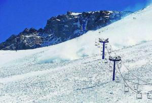 Сход снежной лавины в Казахстане