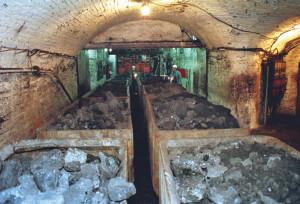 Вагонетки в шахте