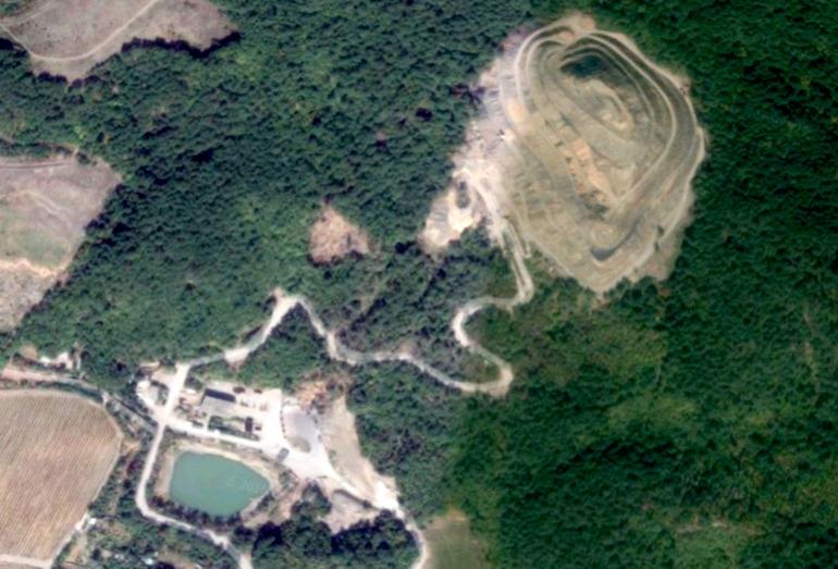 Спутниковый снимок территории полигона ТБО близ поселка Гаспра, Ялта, Крым