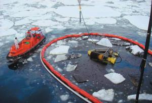 Испытание прототипа скиммера для сбора нефти в ледовых условиях