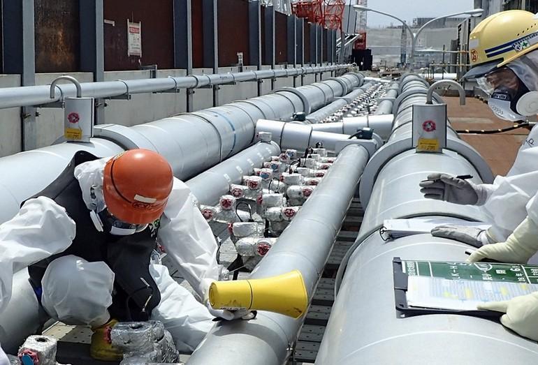 Система подачи хладагента в серебряные трубы на АЭС Фукусима